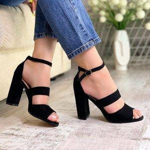 Босоножки Босоножки – это разновидность летней женской обуви, не полностью закрывающей стопу. Основное отличие от открытых туфель заключается в том, что их носят без колготок или носков (чулок). У мод