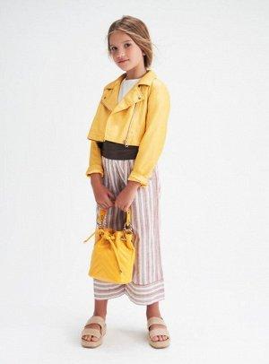 Куртка 0658/черный, 0157/бежевый, 1626/желтый Наименование: куртка Состав: 85% вискоза 15% полиэстер