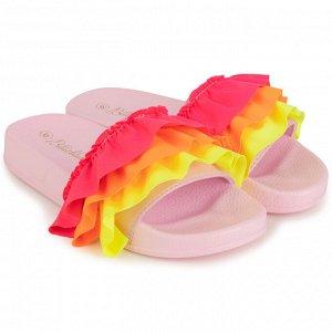 Сандалеты Цвет: 464 - PINK Состав:100%текстиль/100%полимерный материал Pink slides. Ruffles colored neoprene on upper. Logo print on insole in contrasted color. SOLD WITH HANGER.