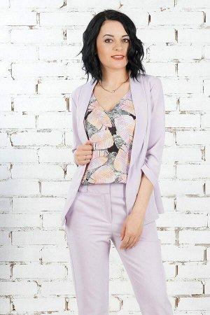 Жакет Жакет из эластичной костюмной ткани. Расцветка лиловый. Рукав 3/4 44 см. Без застёжки. Без подклада. ДИ в 42-44 р. 61 см, в 46-48 р 62 см, в 50-54 р 63 см. Рост модели 164 см., размер изделия