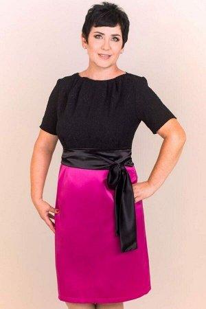 Платье Платье, полу прилегающего силуэта, верх выполнен из жаккарда фукро чёрного цвета, низ из плотного сатина цвета фуксия. Изящный вырез - лодочка, декорирован крупными защипами. Короткий рукав. За