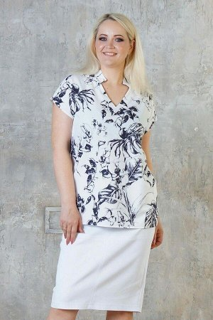 Блуза Блуза выполнена из эластичной блузочной ткани. Расцветка чёрные цветы на белом. Фигурный вырез горловины. Короткие рукава длинна в 48-52 р 23 см, в 54-56 р 24 см, в 58-60 р 26 см, в 62-64 р 27 с