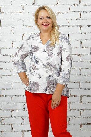 Блуза Блуза прямого силуэта. Выполнена из эластичной блузочной ткани. Вырез горловины V-образный.  Рукав 3/4, длина 48 см. Без подклада. Застёжка пуговица по спинке. ДИ от плеча в 48 р. перед 68 с