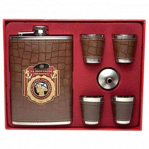 """Подарочный набор для алкоголя """"За морскую пехоту"""" – воронка, фляга, обтянутая кожей с тематическим шильдом и 4 стопки"""