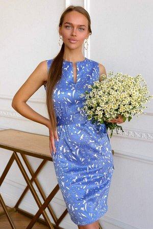 Платье Коттон-сатин – 100% хлопок, комфортный и гипоаллергенный. Этот материал обладает глянцевой поверхностью и матовой изнанкой. Ненавязчивый бело-голубой узор, приталенный силуэт и отличная посадка