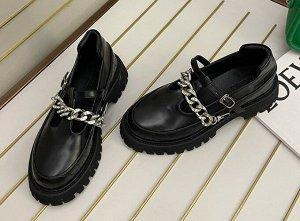 Женские туфли с декоративными элементами, цвет черный