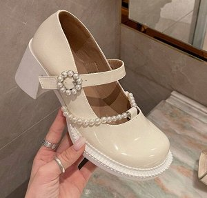 Женские туфли с декоративными элементами, цвет бежевый