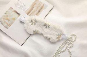 """Шелковая плюшевая маска для сна, принт """"Золотистые цветочки"""", цвет белый"""