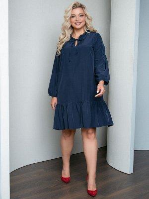 Платья Платье А-образного силуэта, выполнено из однотонной плательной ткани. - однотонная расцветка - горловина с фигурным вырезом оформлена рюшей и завязками - длинные втачные рукава собраны на резин