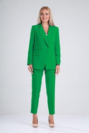 Костюм Костюм женский 2-х предметный, состоит из жакета и брюк. Жакет на подкладке с однобортной , ассиметричной застежкой на 2 петли, пуговицы, края борта к низуслегка расходятся, углы борта прямые.