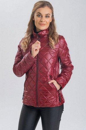 Винный В этом сезоне очень популярен на модном подиуме стеганый материал, из которого чаще всего изготавливают куртки на весну и осень. Такие куртки даже без дополнительного рисунка выглядят полноценн
