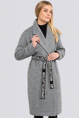 Пальто Среди модных пальто 2021-2022 представлены двубортные пальто с широкими краями воротника, что выглядит очень стильно и оригинально. Данное пальто - с опущенными плечами, что делает силуэт более