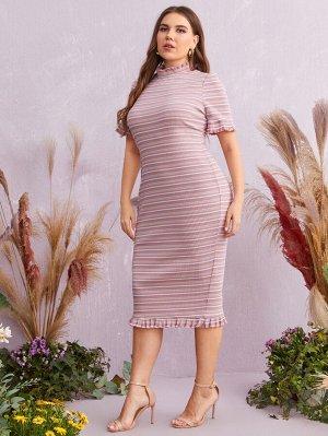 Трикотажное платье в полоску размера плюс