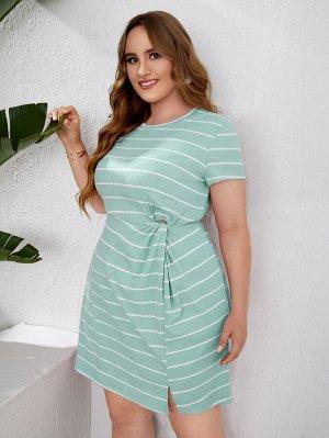 Трикотажное платье в полоску с разрезом размера плюс