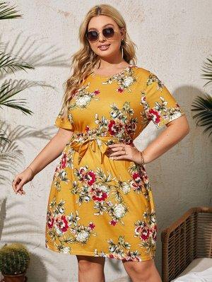 Платье-футболка размера плюс с поясом и цветочным принтом
