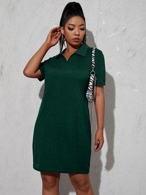 Вязаное платье-футболка в рубчик размера плюс с воротником-поло