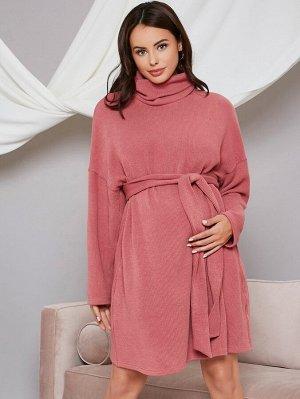 Трикотажное платье с высоким воротником и поясом для беременных