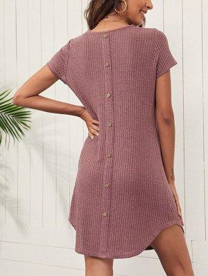 Трикотажное платье с пуговицами сзади