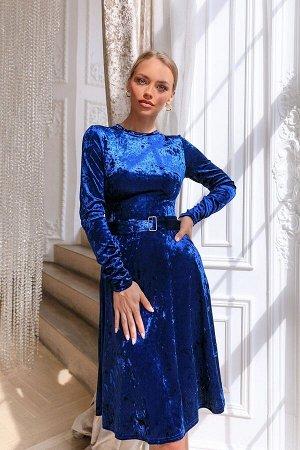 Платье Глубокий синий бархат - выбор коронованных особ. Изысканный и благородный материал в сочетании с классическим кроем сделает вас королевой вечера! Материал переливается и сияет при любом освещен