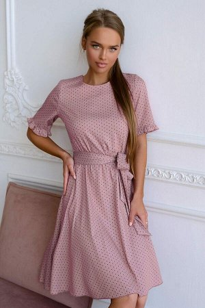Платье Нежное хлопковое платье цвета майской сирени, украшено милым принтом в горошек. Актуальный крой, воздушный силуэт, идеальная посадка. Натуральный материал, невероятно комфортный и не аллергенны