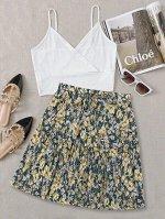 Майка с v-образным вырезом и юбка с цветочным принтом размера плюс