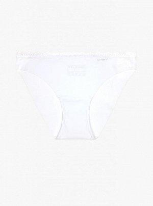 Трусики Женские трусы от торговой марки Индефини. Трусы белого цвета с принтом, с кружевным обрамлением.  Состав: 85% полиамид 10% эластан 5% хлопок