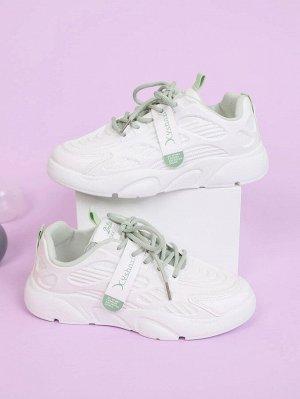 Кроссовки на шнурках с текстовым принтом