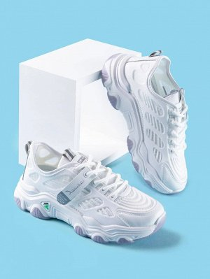 Кроссовки Стиль: Спортивный Цвет: Белый Принт: Одноцветный Тип: Кроссовки на платформе Тип ремешка: на шнурках Верхняя высота: Низкий верх Размеры: на один размер меньше Подкладочные материалы: сетка