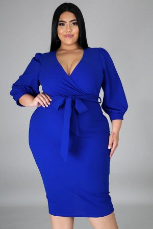 Синее платье плюс сайз с запахом и поясом на талии