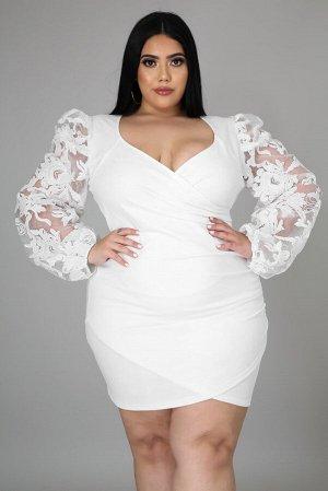 Белое платье плюс сайз с V-образным вырезом и кружевными рукавами