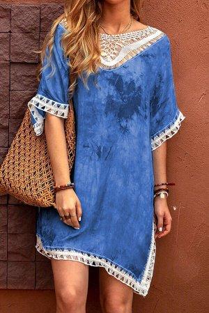 Голубое пляжное платье-туника с кружевной отделкой и разноцветным красочным принтом