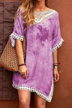Сиреневое пляжное платье-туника с кружевной отделкой и разноцветным красочным принтом