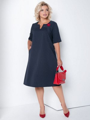 Платье Платье А-образного силуэта из костюмной ткани в полоску. - горловина круглая с V-образным вырезом - по переду кокетка - рукава втачные, короткие - в рельефах переда внутренние карманы - спинка