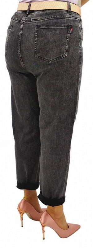 Джинсы Джинсы MOM / джинсы бананы Тип посадки: высокая; заужены к низу. Детали: застежка на молнию и пуговицу, три кармана спереди и два сзади, шлевки для ремня;  Длина изделия (33 размер) по внешней