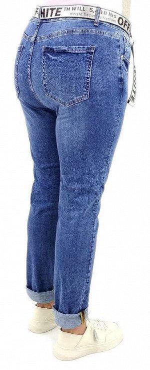 Джинсы Тип посадки: средняя; заужены к низу. Детали: застежка на молнию и пуговицу, три кармана спереди и два сзади, шлевки для ремня;  Длина изделия (33 размер) по внешней стороне, без подворотов ок.