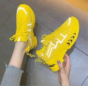 """Женские кроссовки, принт """"Стрелки"""" на подошве, цвет желтый"""