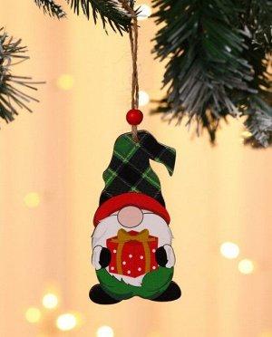 """Новогоднее подвесное украшение """"Гномик с подарком в зеленой шапке"""""""