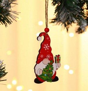 """Новогоднее подвесное украшение """"Гномик в красной шапке со снежинками"""""""