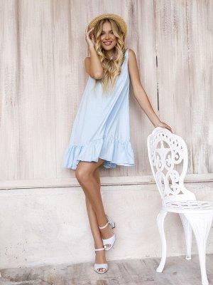 Голубое расклешенное платье с воланом.