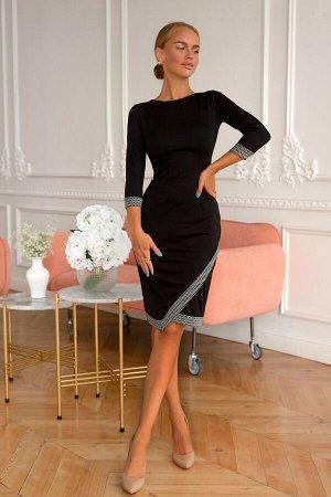 Платье Классическое чёрное платье обязательный элемент любого модного гардероба. Облегающая модель с лёгкостью подчеркнёт изящность и плавные изгибы вашей фигуры. Косая графитная вставка по подолу и р