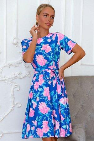 Платье Трендовое платье с принтом в крупный цветок можно носить круглый год. Изысканно, свежо и необычно выглядит сочетание глубокого синего с тонкими веточками и крупными бутонами розовых цветов. Кор