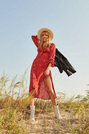 Красное цветочное платье с разрезом