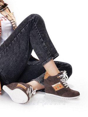 Ботинки Страна производитель: Китай Размер женской обуви x: 36 Полнота обуви: Тип «F» или «Fx» Вид обуви: Ботинки Сезон: Весна/осень Материал верха: Замша Материал подкладки: Байка Каблук/Подошва: Тан
