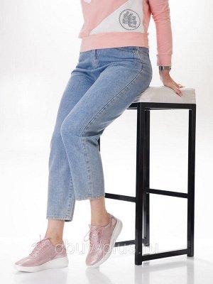 Кроссовки Страна производитель: Китай Размер женской обуви x: 36 Вид обуви: Кроссовки Пол: Женский Застежка: Шнуровка Цвет: Розовый Материал верха: Натуральная кожа Материал подошвы: ПВХ Материал подк