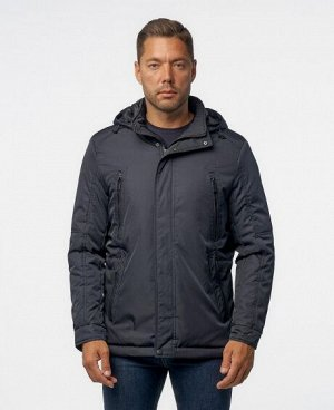 Куртка ЧЕРНЫЙ ТЕМНО-СИНИЙ Мужская куртка имеет; два нижних боковых кармана на молниях, два нагрудных кармана на молниях, два внутренних кармана на молниях, отстегивающийся капюшон, регулируемые манжет