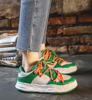Женские кроссовки, цвет белый/зеленый, оранжевые шнурки