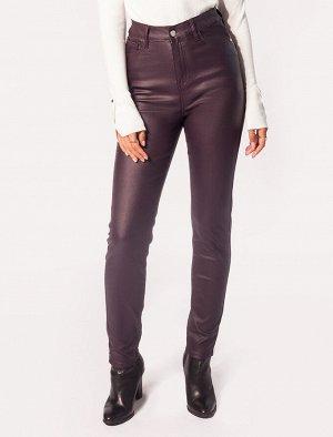 Эластичные джинсы с покрытием под эко-кожу