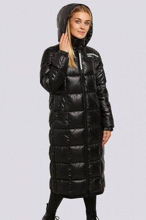 Черный Длинное стеганое зимнее пальто сезона зима 2021-2022. Модель актуальных расцветок, с яркой отделкой, с логотипом – о чем еще можно мечтать. Дизайн выражает контрастное сочетание с черным цветом