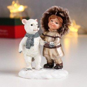 "Сувенир полистоун ""Девочка в пуховике, с белым мишкой"" 10х6х7,5 см"