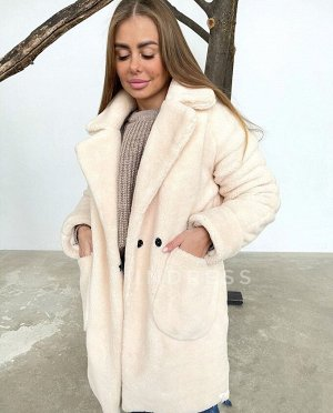 Пальто в трендовой расцветке